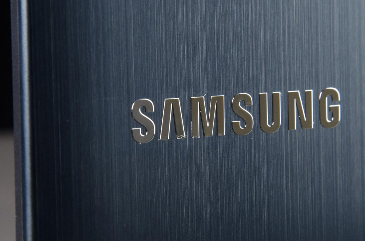 samsung reportedly planning galaxy phone wraparound display logo