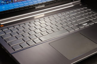 Samsung-ATIV-Book-8-Chronos-7-macro-keyboard-touchpad