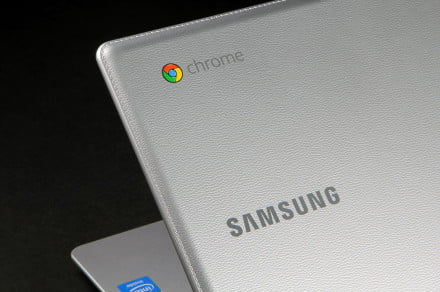 Samsung Chromebook 2 XE500C12-K01US review texture logo