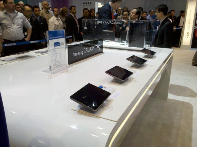 samsung-ctia-2011-galaxy-tab-10-old-on-display