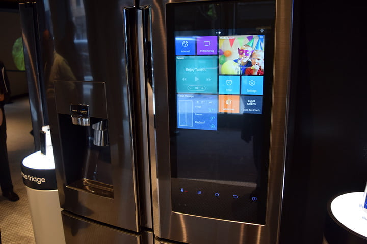 hands on samsung family hub smart refrigerator eleccafe. Black Bedroom Furniture Sets. Home Design Ideas