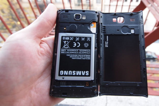 samsung-focus-flash-review-rear-battery