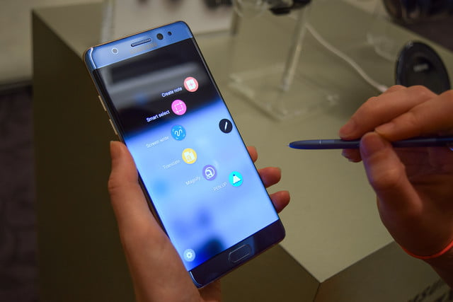 samsung is facing a lawsuit and yes its over the galaxy note