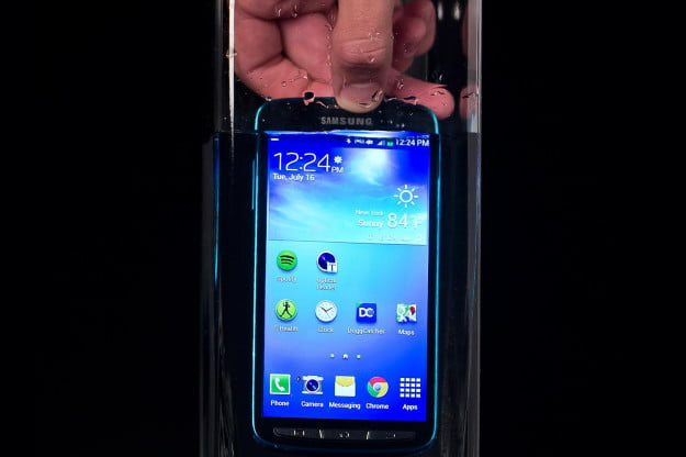 samsung-galaxy-s4-active-in-water