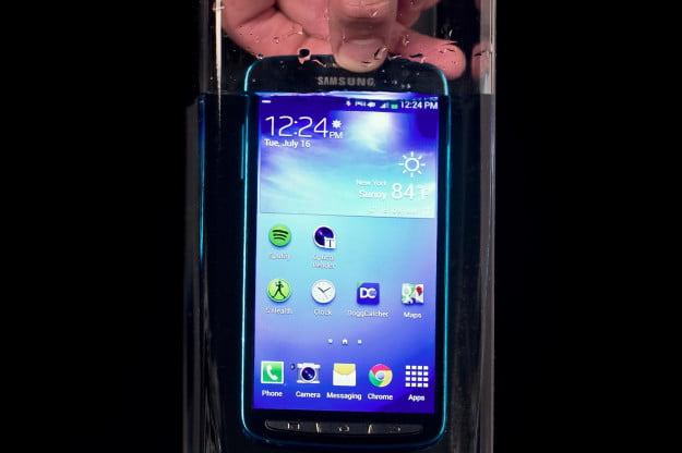 Samsung Galaxy S4 Active review in water