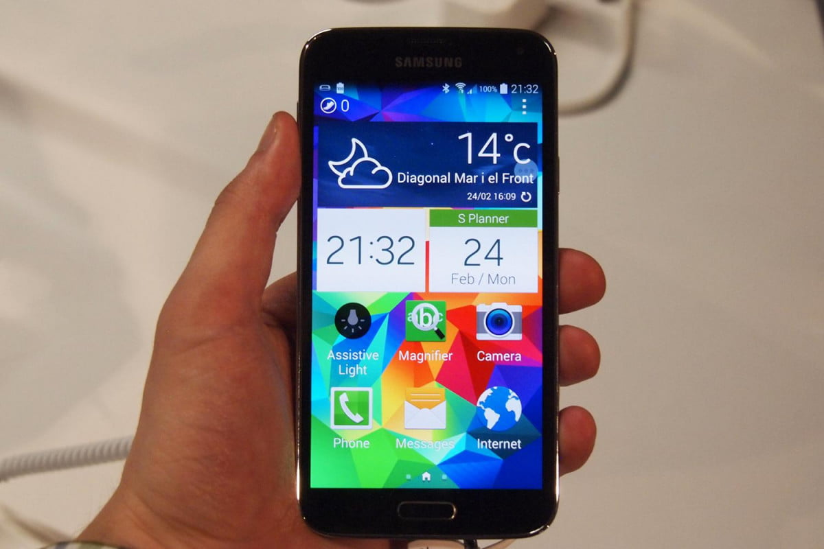 galaxy s  has best smartphone display on the market samsung home screen