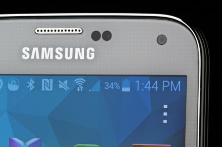 Samsung Galaxy S5 review macro front