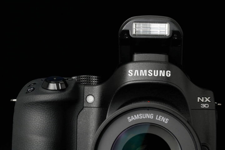 samsung nx  review flash