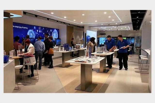 samsung hires apple store designer to boost retail efforts