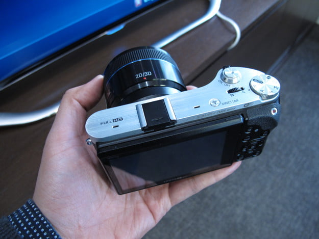 samsung nx  smart camera unveiled ahead of ces