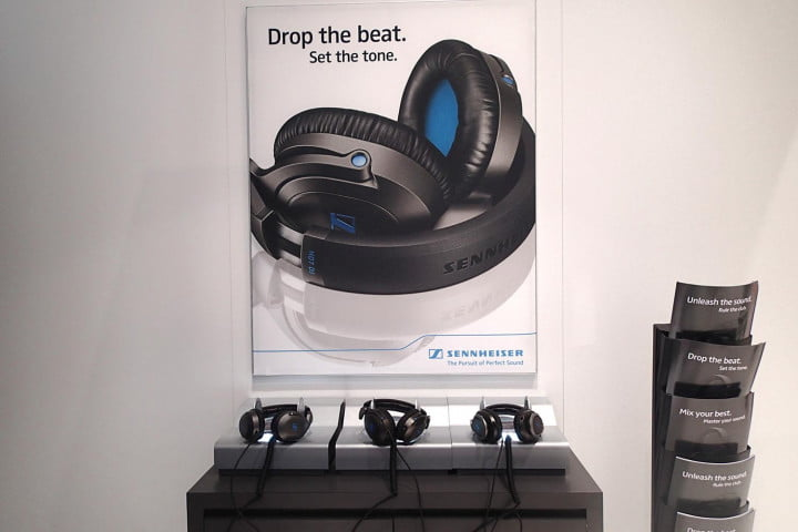 sennheiser hd  dj review headphones display