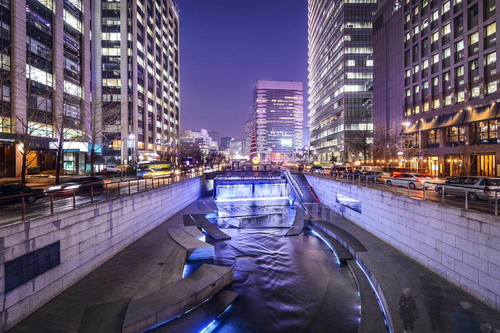 seoul citizens using water power to charge their handsets and tablets south korea