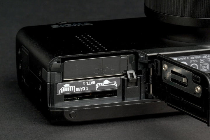 sigma dp  review merill battery compartment marcro