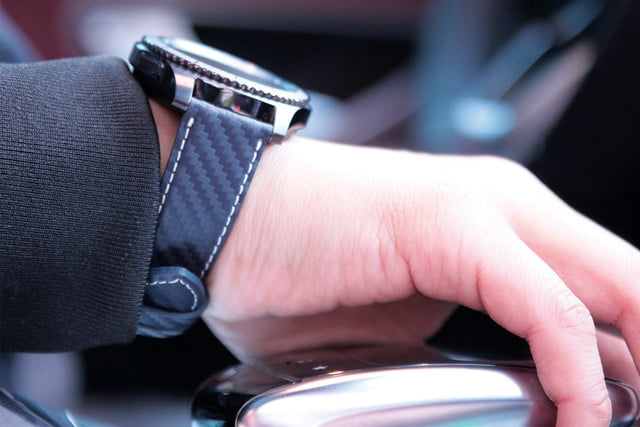 samsung gear s  official strap partners news slg design carbon