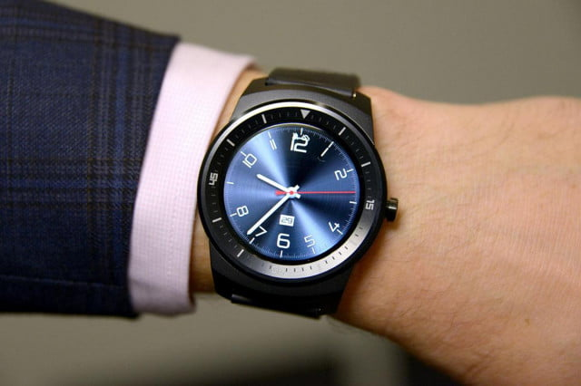 smartwatches could be more distracting than phones when driving smartwatch