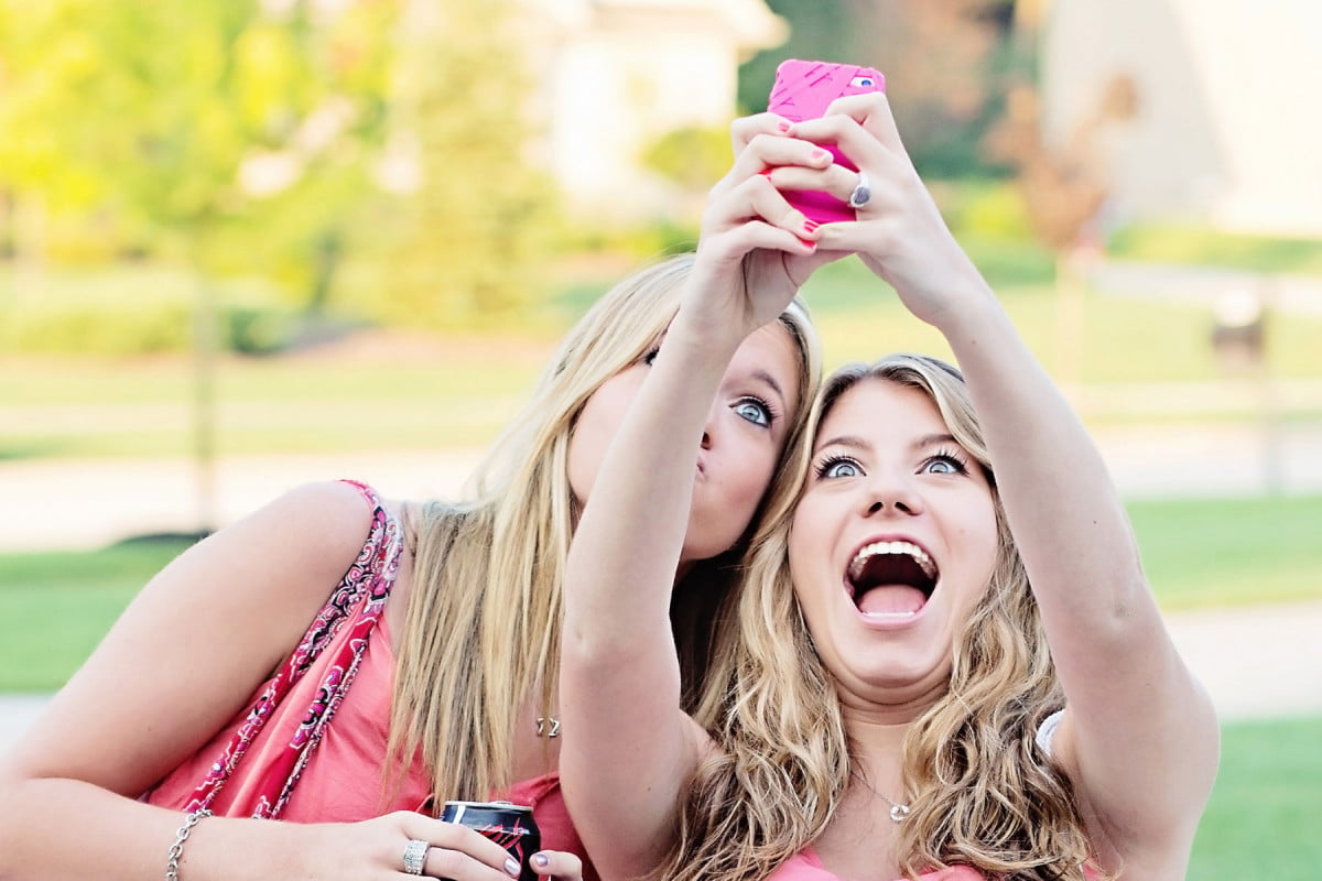 snapchat wants to put brand messaging all over your selfie