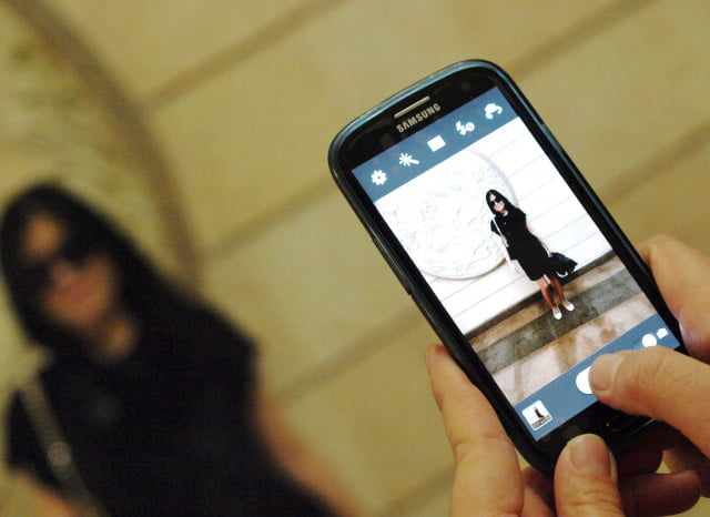 snapchat takes on facebook in video views zooming