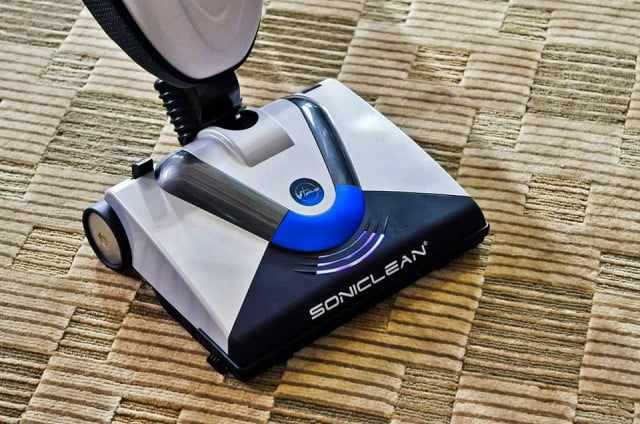 vacuum uses ultrasound vibrate dirt carpets soniclean