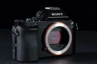 Sony-Alpha-7-lens-off-1
