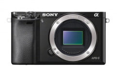 sony alpha a  review alphailce front