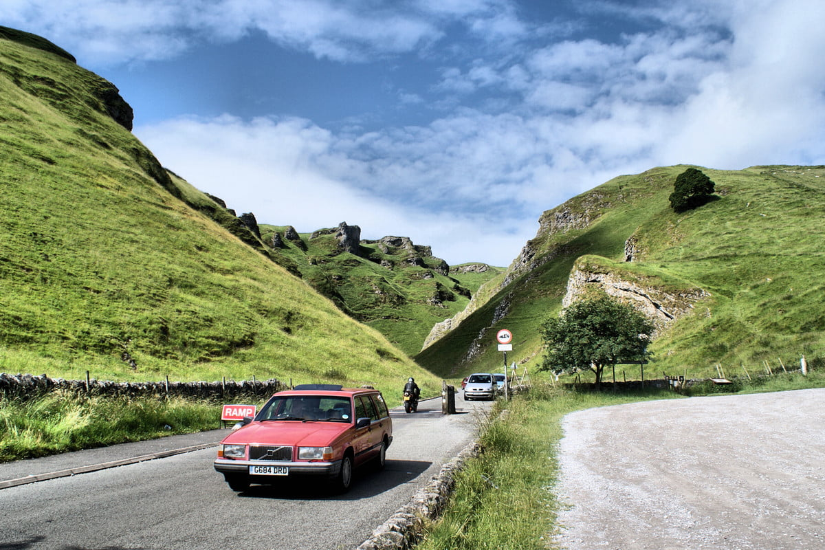 selfie saves couple on winnats pass cliff sony dsc