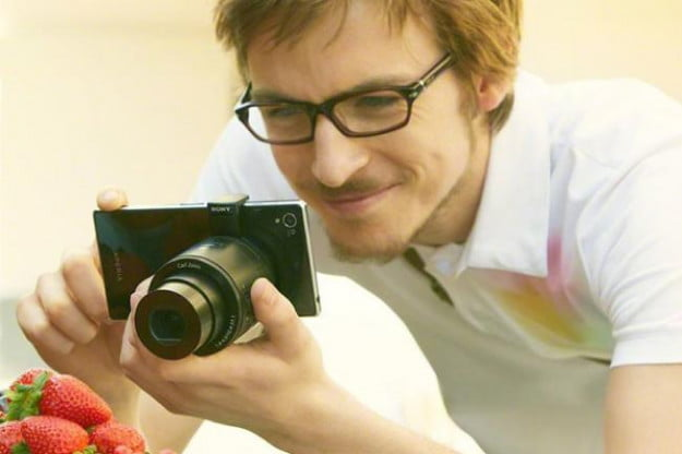 """This image shows the QX100 being used with what could be the upcoming Sony """"Honami"""" smartphone."""
