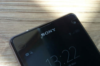 Sony Xperia Z1 Compact hands on top screen