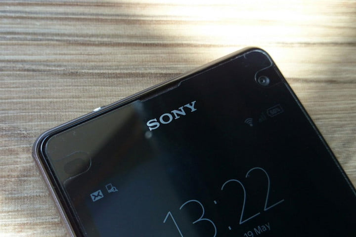 sony xperia z  compact review hands on top screen