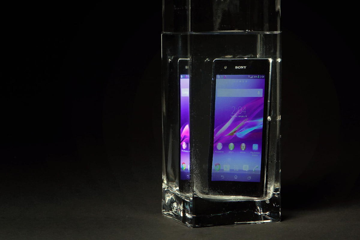 Sony Xperia Z1S review submerged