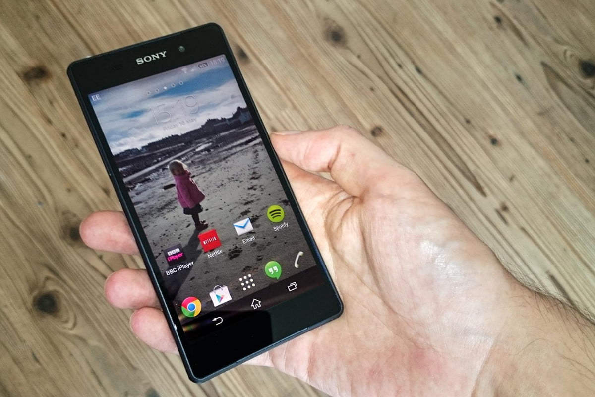 sonys xperia z  handset goes sale us sony review front screen