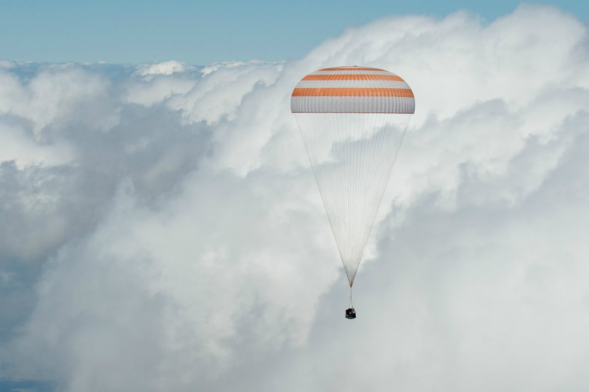 iss astronaut trio return to earth soyuz landing