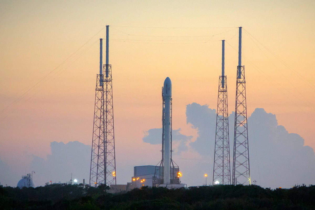 spacex and two others score major nasa contracts