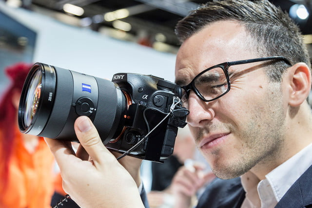 sony on consumer  imaging market stand motion halle