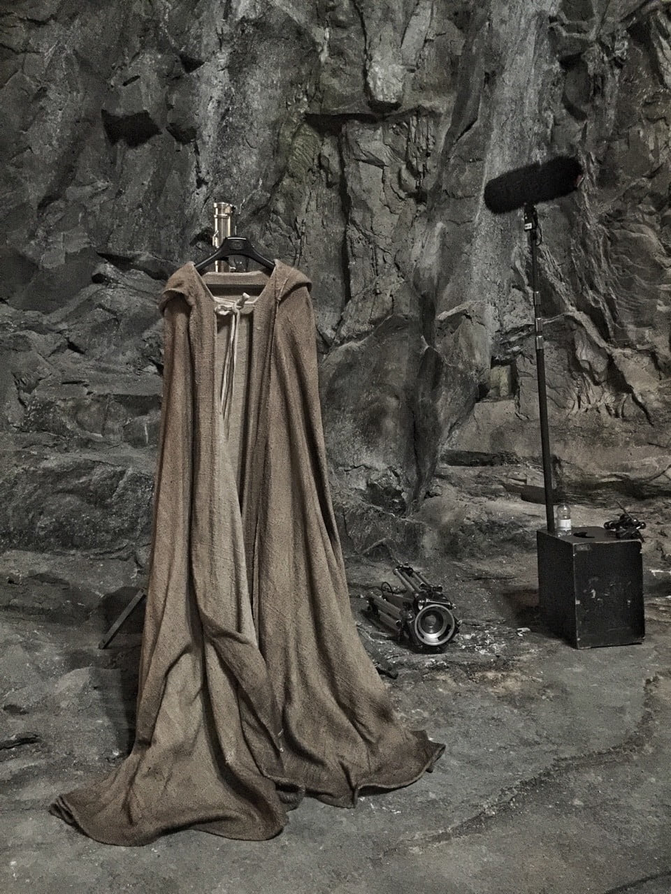star-wars-episode-viii-cloak