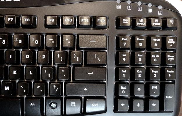The Steele Series MERC Stealth keyboard integrates the DEL key into the num pad, which means, frustratingly, you have to turn off the num pad to use them.