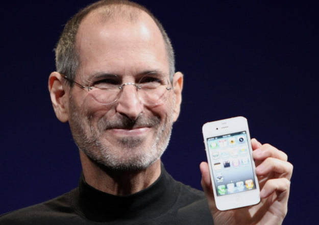 steve-jobs-holding-iphone-4-smile