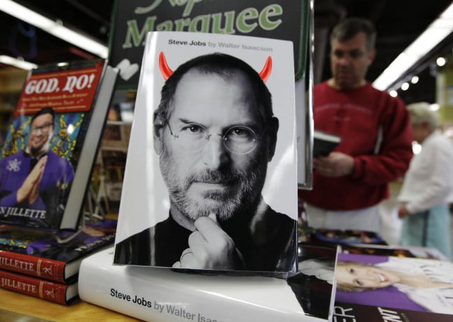 steve-jobs-walter-isaacson-biography-devil-horns