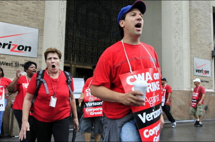 striking-verizon-workers