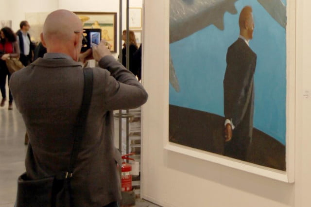 improve photographic memory study suggests putting camera taking photo in museum