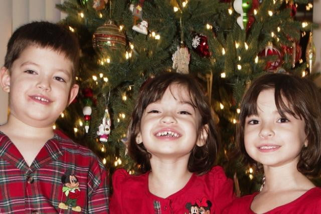 taking the perfect christmas indoor portraits portrait