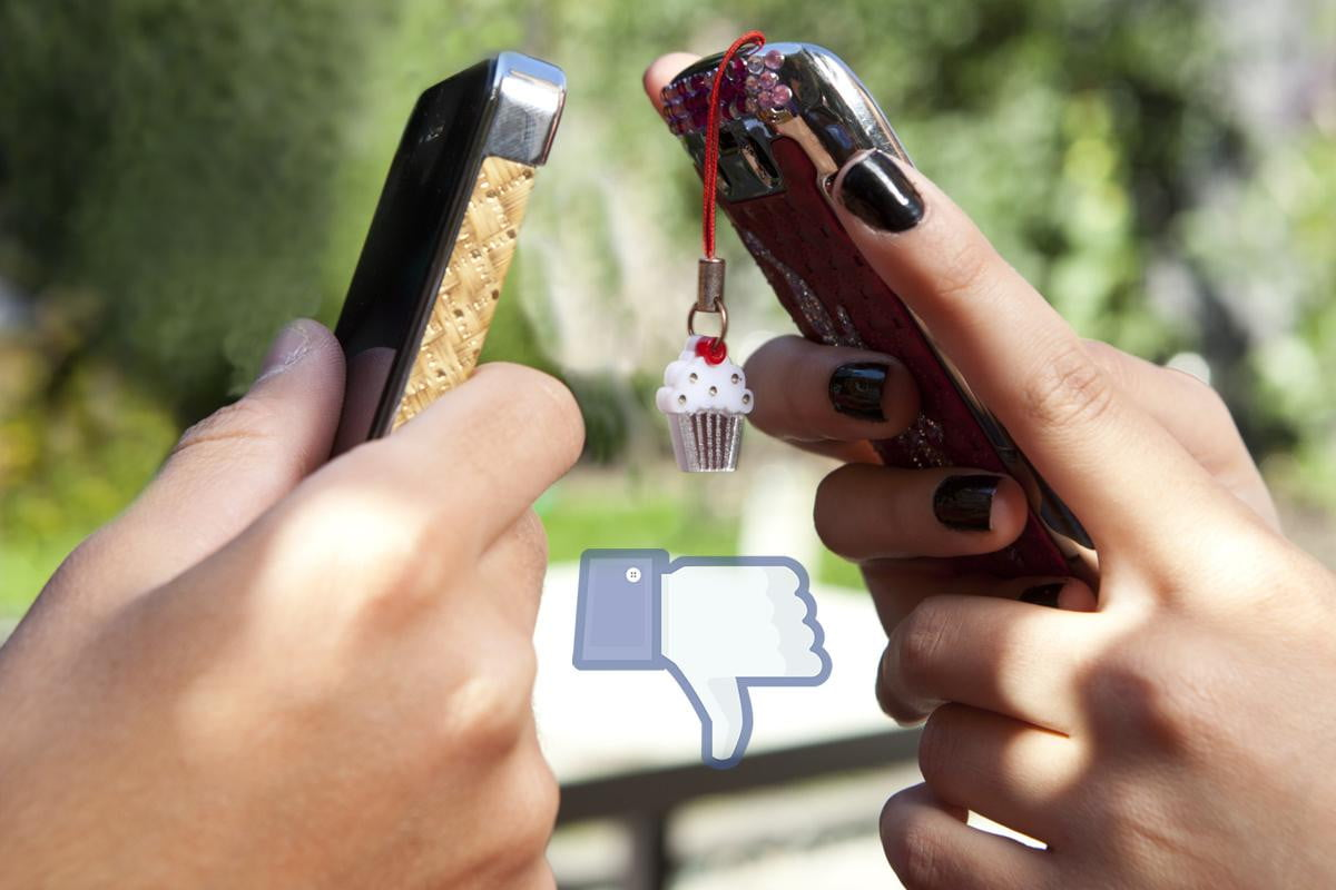 study u s teens abandon facebook cling iphones teenagers with