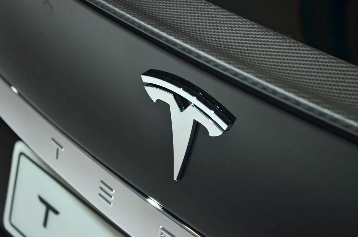 teslas california factory is gearing up for the model  tesla preview image ronan glon x