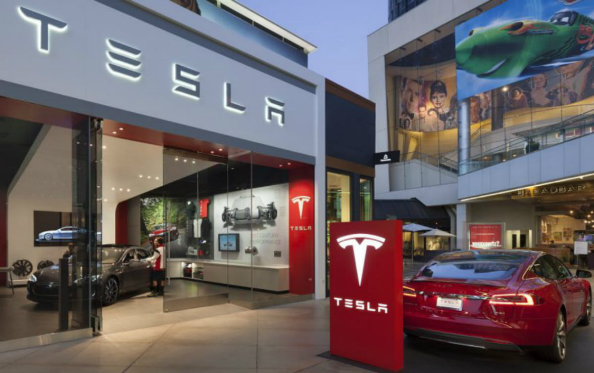 tesla top auto maker consumer experience store los angeles photo misha bruk mbh architects  h e