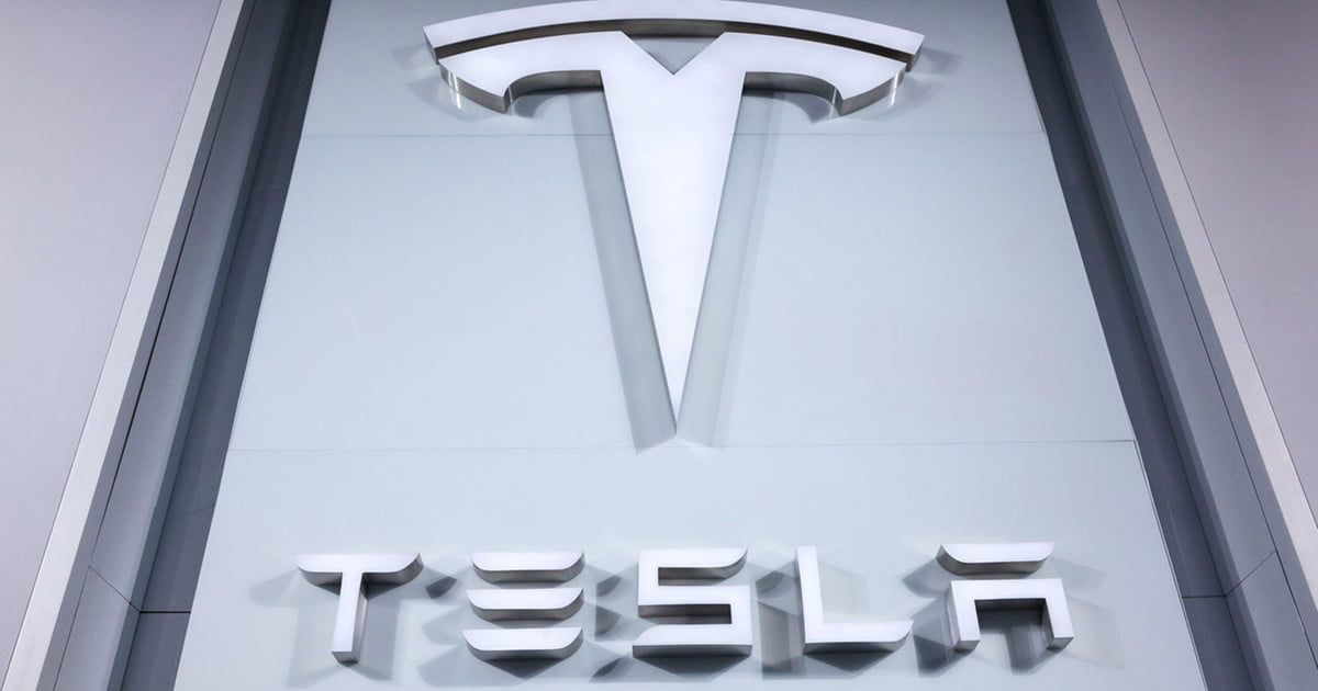 Tesla Makes First Batteries at its 'Gigafactory' Starting with Cells for Energy Storage