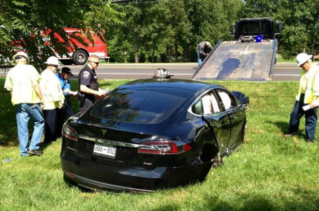 drunk tennessee tesla driver causes blackout after crashing into pole teslacrashtop