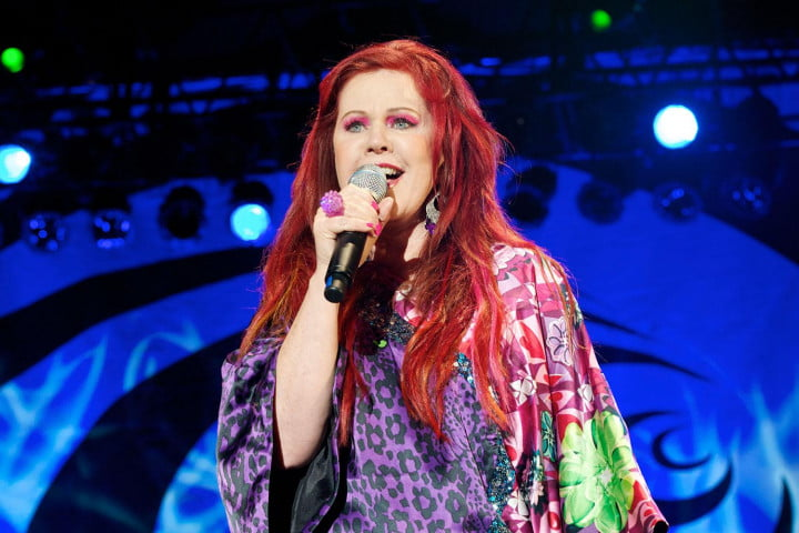 interview b  s singer kate pierson on guitars and microphones the audiophile