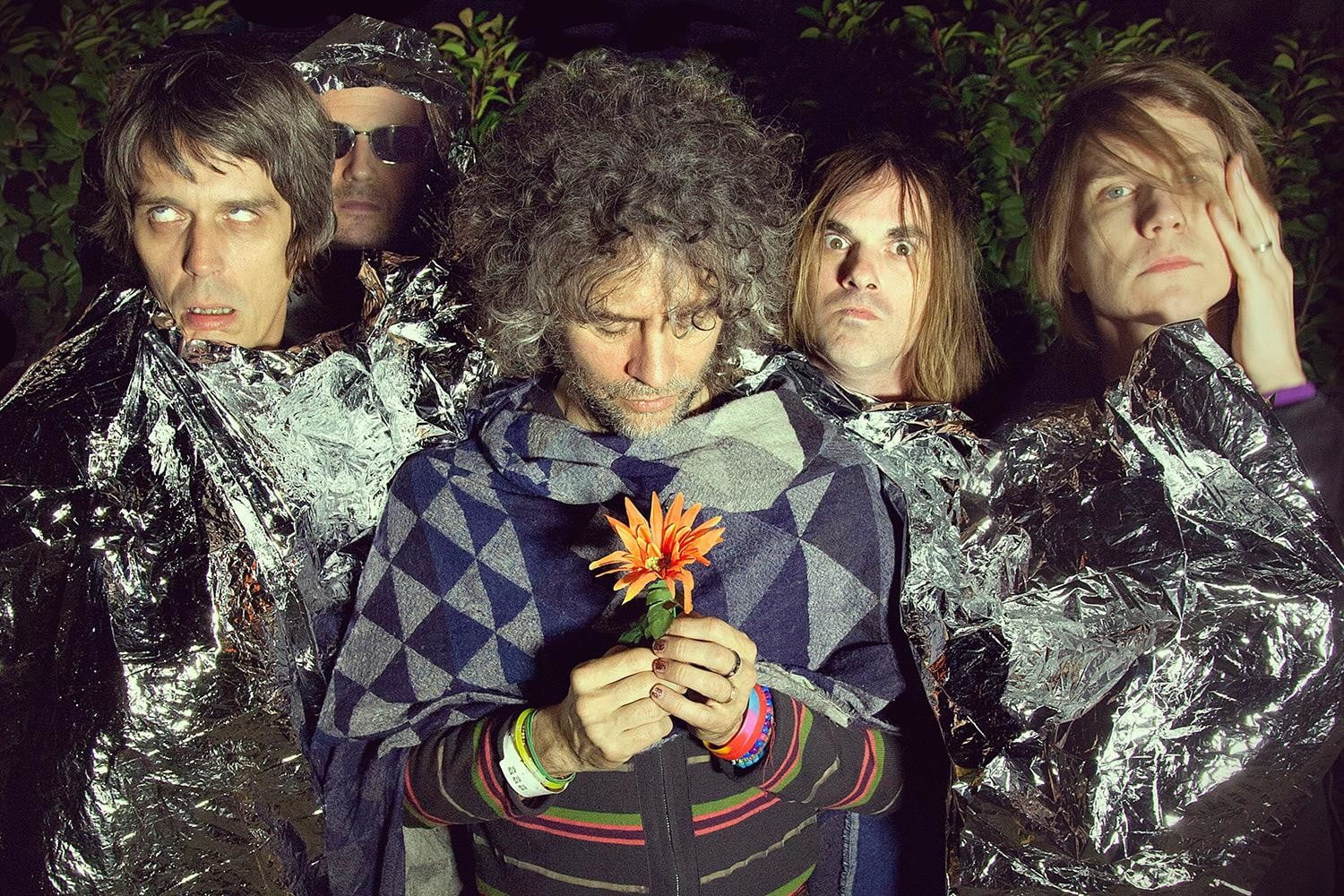 The-Flaming-Lips-with-flower-photo-by-George-Salisbury_