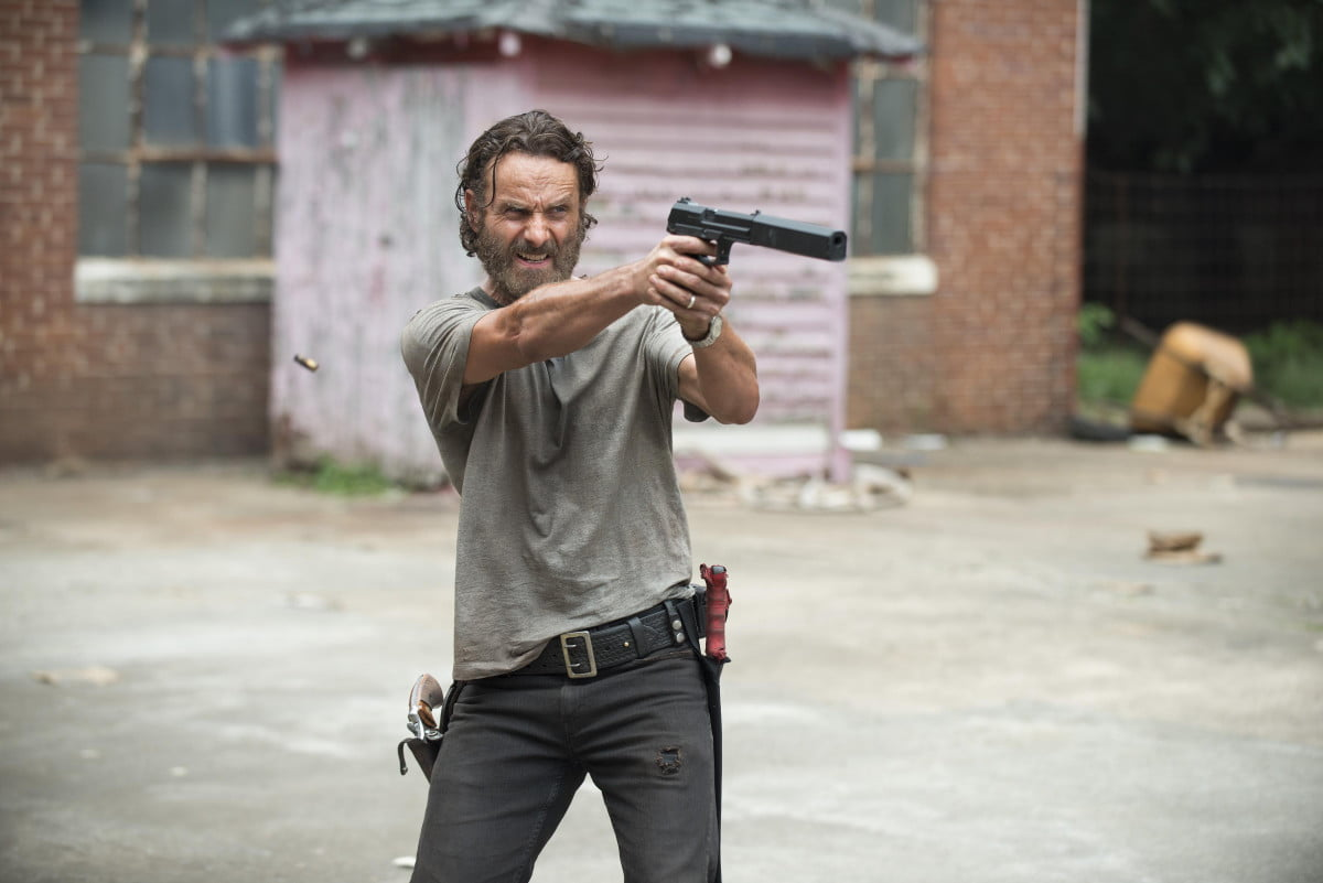 walking dead weekly recap crossed signals the s  e