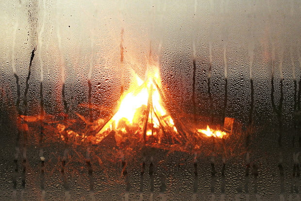 how to build a fire in the rain