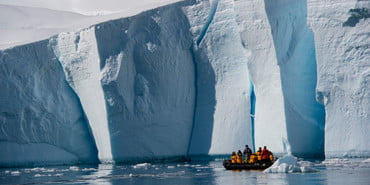 iceberg-off-coast-of-antarctica-travel-on-zodiak